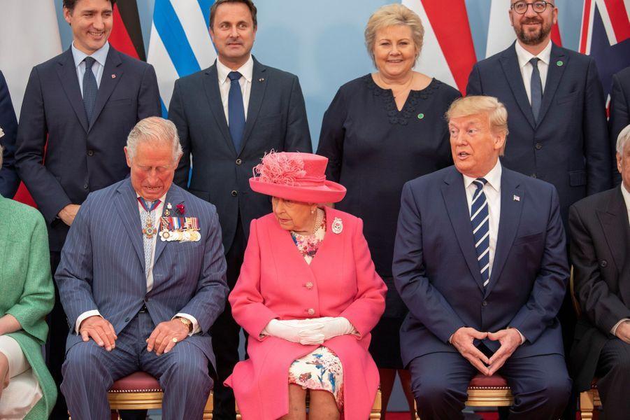 La reine Elizabeth II avec le prince Charles et Donald Trump à Portsmouth, le 5 juin 2019