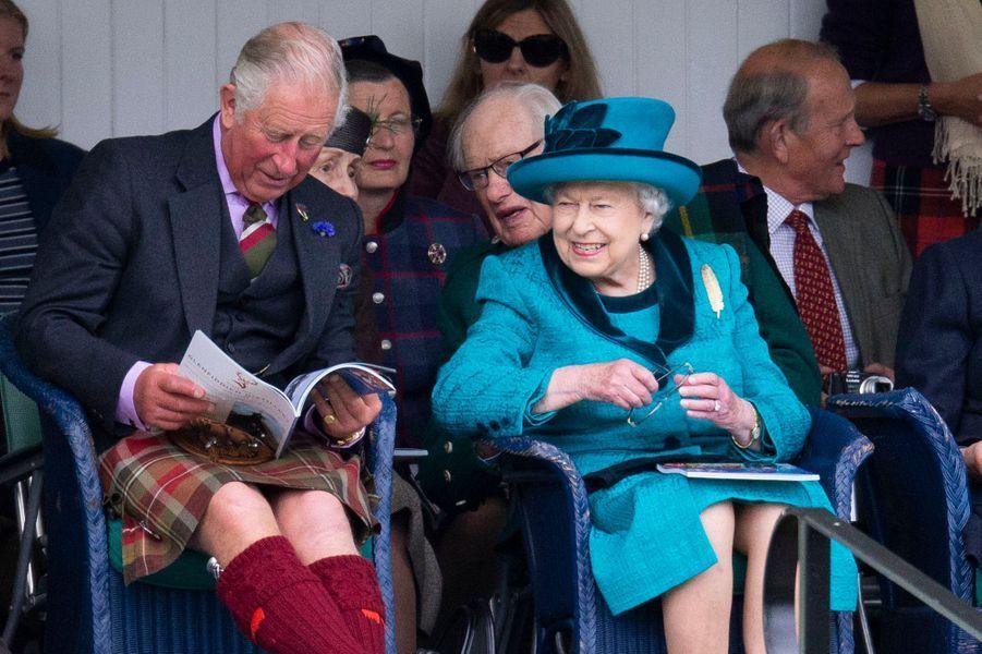 La reine Elizabeth II avec le prince Charles à Braemar, le 1er septembre 2018