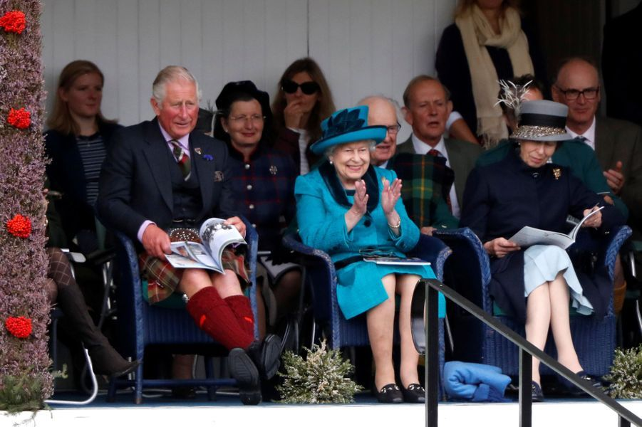 La reine Elizabeth II avec le prince Charles et la princesse Anne à Braemar, le 1er septembre 2018