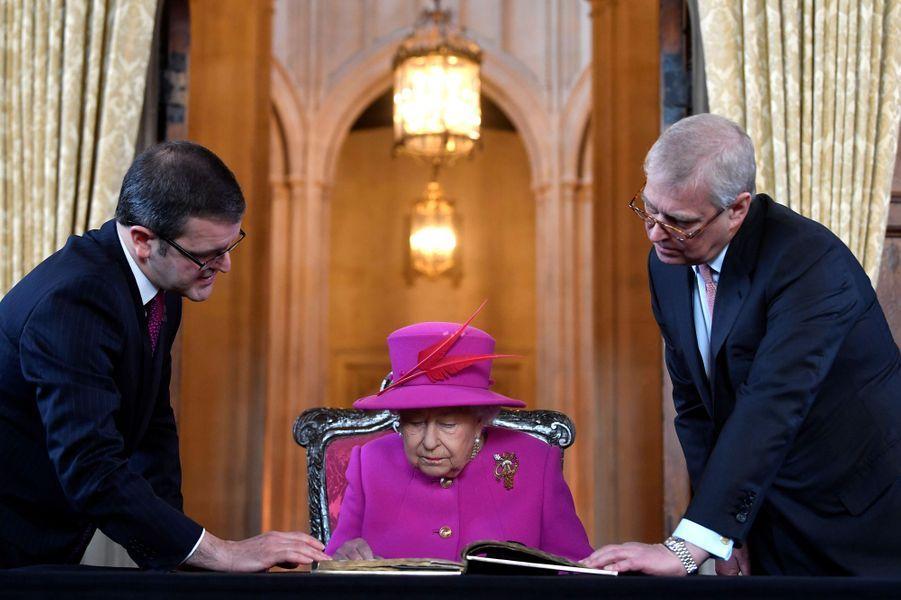 La reine Elizabeth II et le prince Andrew à Londres, le 13 décembre 2018