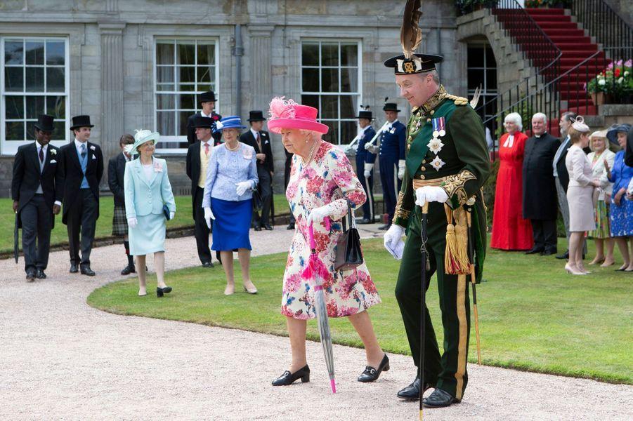 La reine Elizabeth II lors de sa garden-party à Edimbourg, le 4 juillet 2018