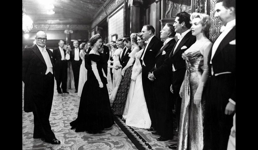 Marilyn Monroe s'apprête à rencontrer la reine à Londres, 1956