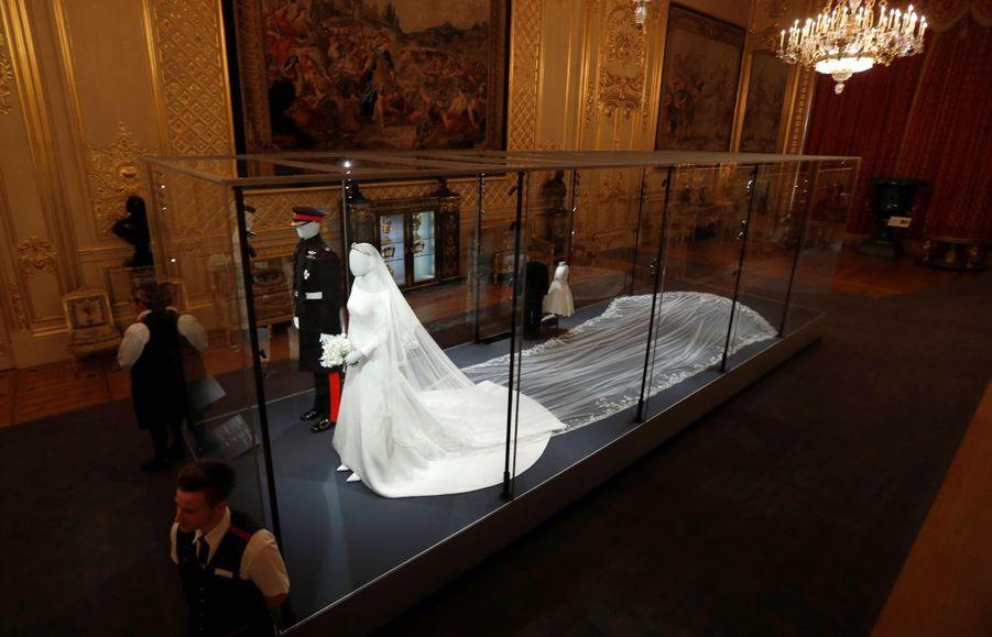 La Robe De Mariée De Meghan Markle Exposée À Windsor ( 12