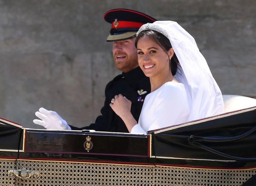 La Robe De Mariée De Meghan Markle Exposée À Windsor ( 18