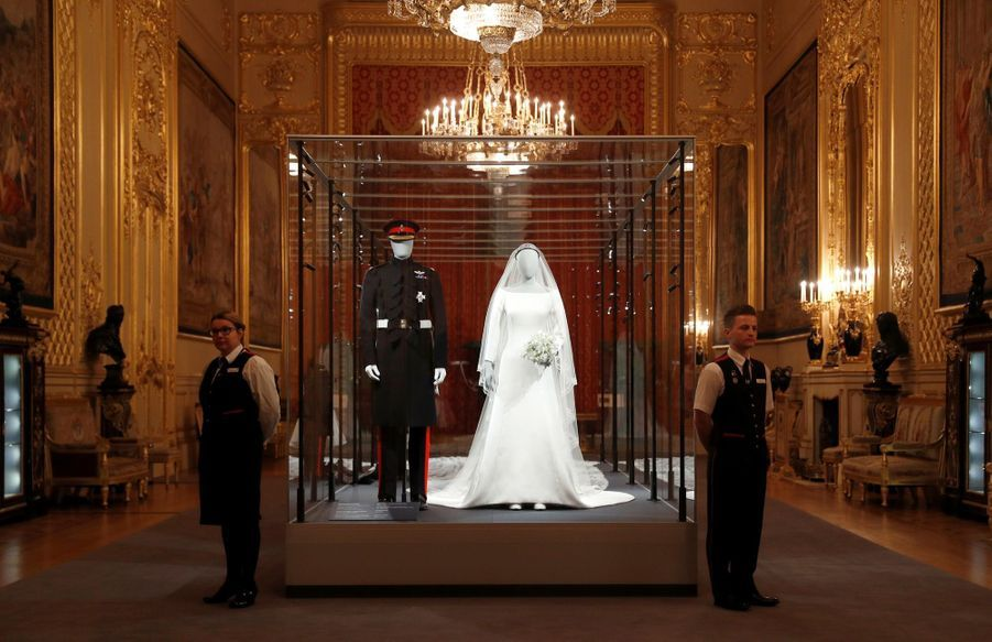La Robe De Mariée De Meghan Markle Exposée À Windsor ( 3