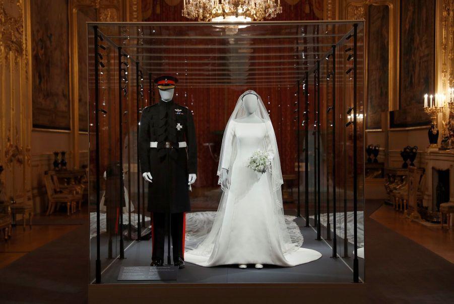 La Robe De Mariée De Meghan Markle Exposée À Windsor ( 4