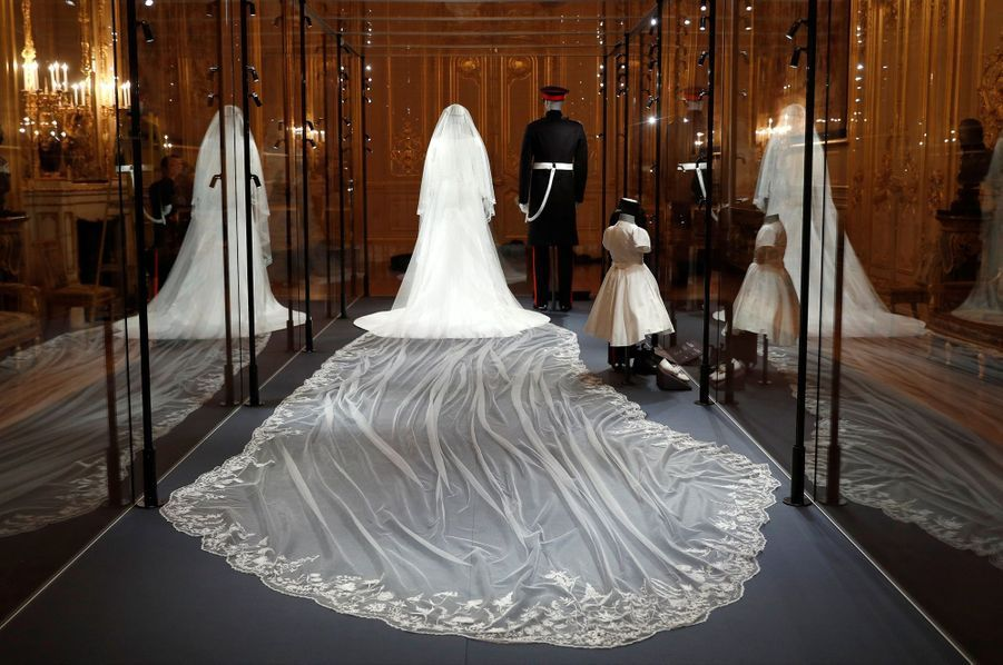 La Robe De Mariée De Meghan Markle Exposée À Windsor ( 6