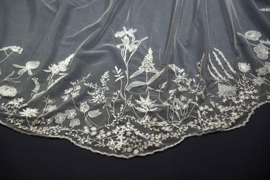 La Robe De Mariée De Meghan Markle Exposée À Windsor ( 8