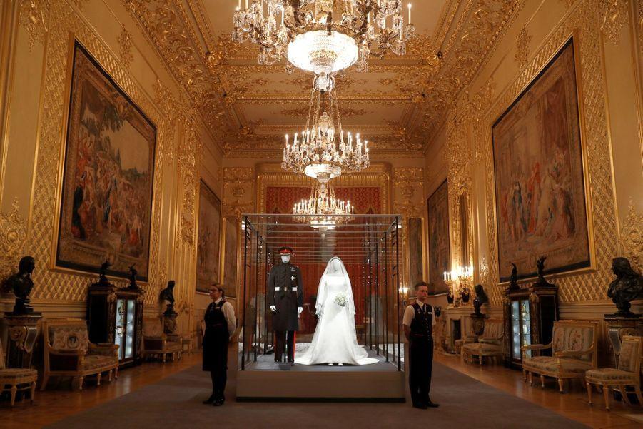 La Robe De Mariée De Meghan Markle Exposée À Windsor ( 9