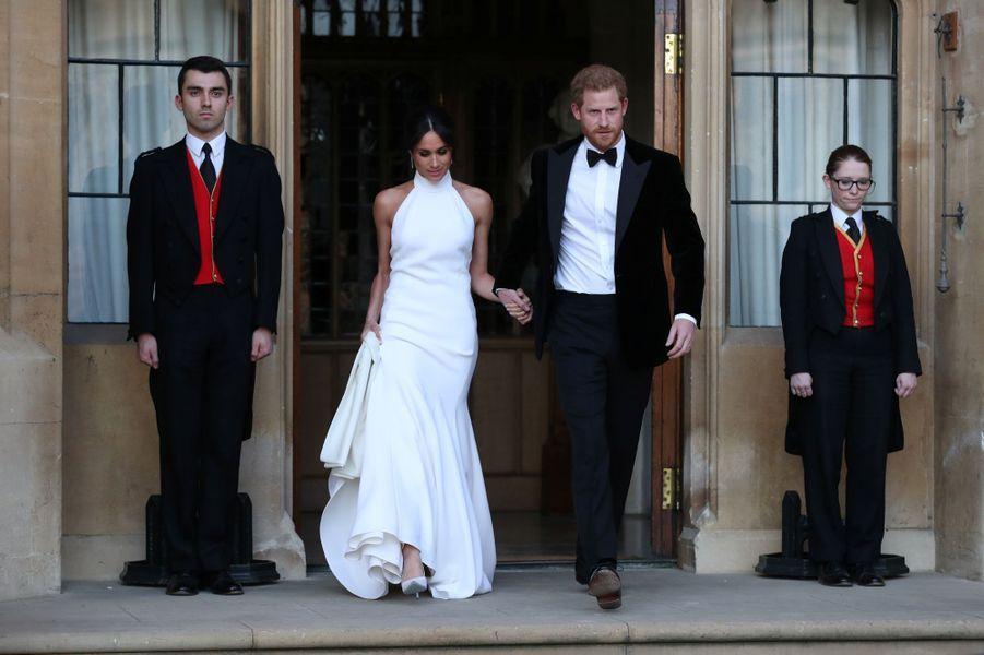 Meghan Markle, dans une superbe robe du soir Stella McCartney, et le prince Harry, le jour de leur mariage, le 19 mai 2018