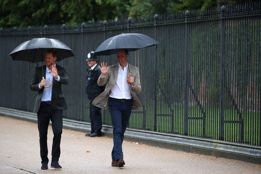 Diana : William et Harry devant Kensington, 20 ans après