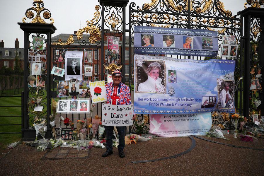 Lady Diana, 20 Ans Après Sa Mort, Ses Admirateurs Lui Rendent Hommage 1