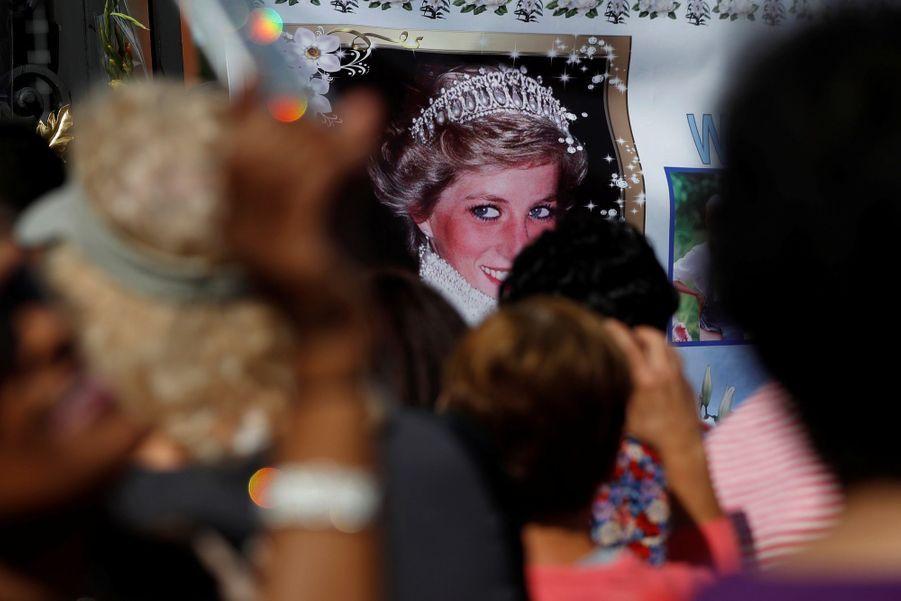 Lady Diana, 20 Ans Après Sa Mort, Ses Admirateurs Lui Rendent Hommage 10