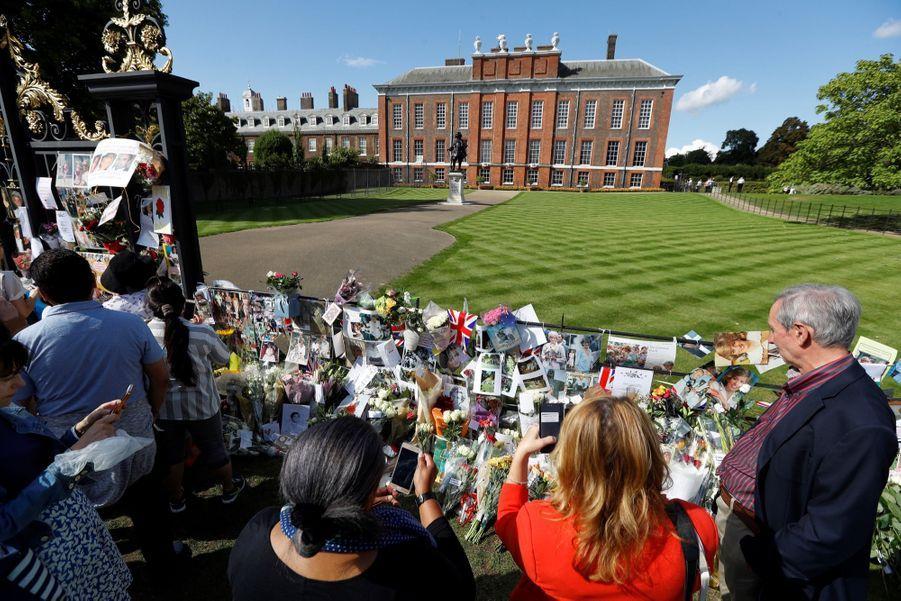 Lady Diana, 20 Ans Après Sa Mort, Ses Admirateurs Lui Rendent Hommage 11