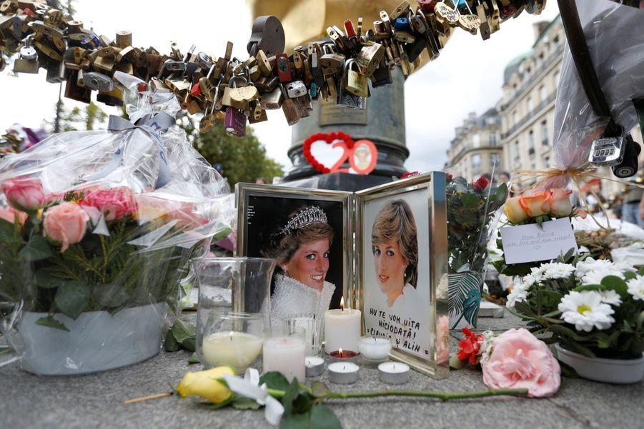 Lady Diana, 20 Ans Après Sa Mort, Ses Admirateurs Lui Rendent Hommage 17