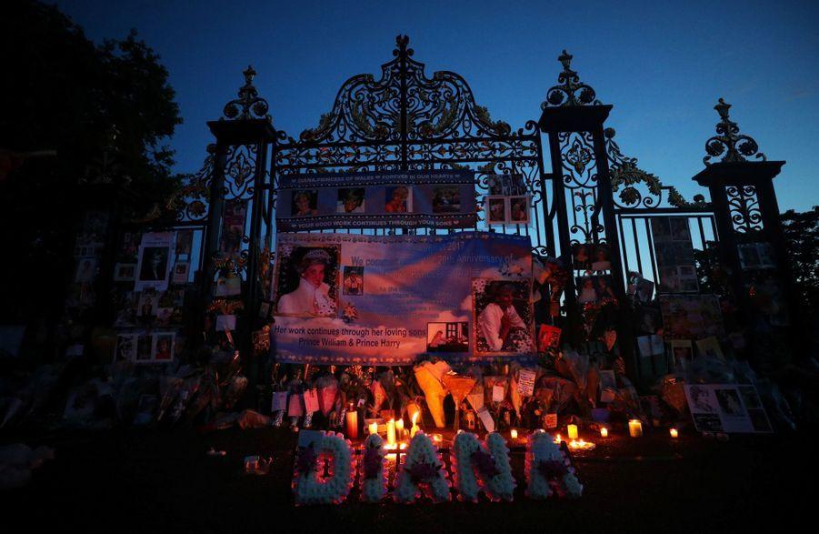 Lady Diana, 20 Ans Après Sa Mort, Ses Admirateurs Lui Rendent Hommage 3