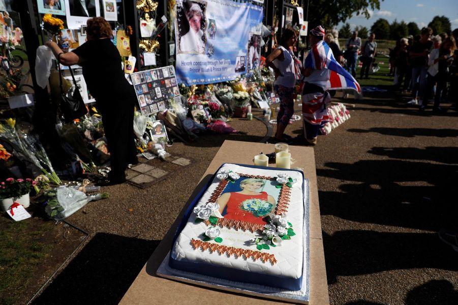 Lady Diana, 20 Ans Après Sa Mort, Ses Admirateurs Lui Rendent Hommage 8
