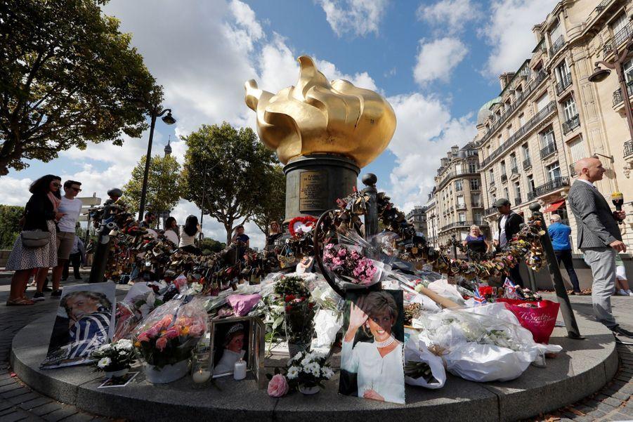 Lady Diana, 20 Ans Après Sa Mort, Ses Admirateurs Lui Rendent Hommage 9