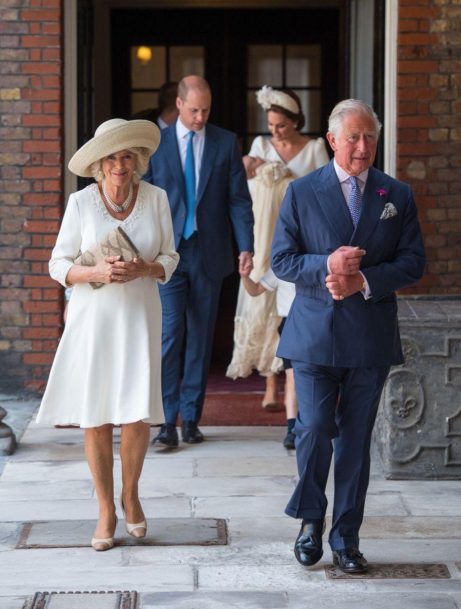 Charles et Camilla au baptême du Prince Louis