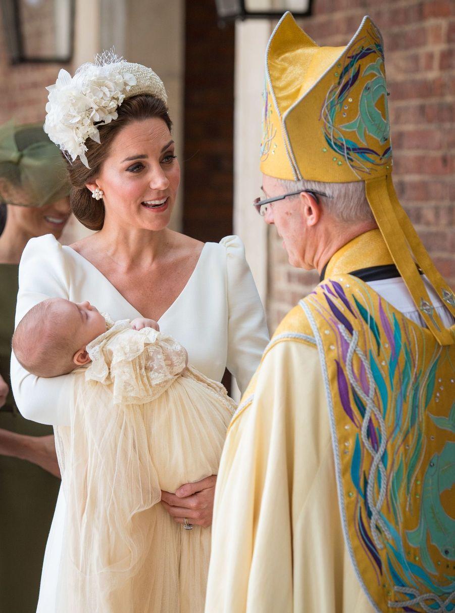 Kate au baptême du Prince Louis, avec l'archevêque de Canterbury