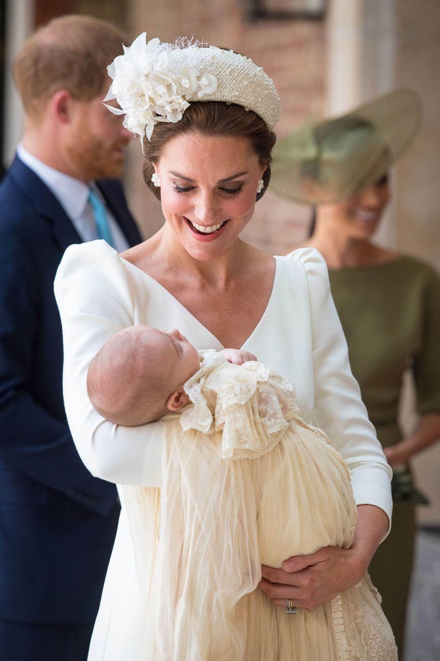 Kate au baptême du Prince Louis