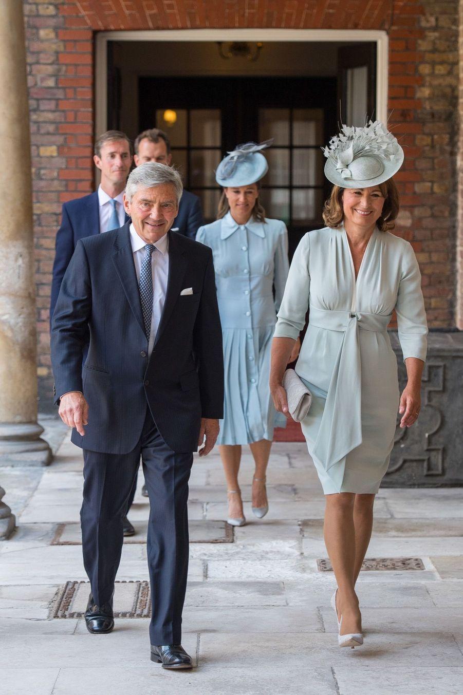 Michael et Carole Middleton au baptême du Prince Louis