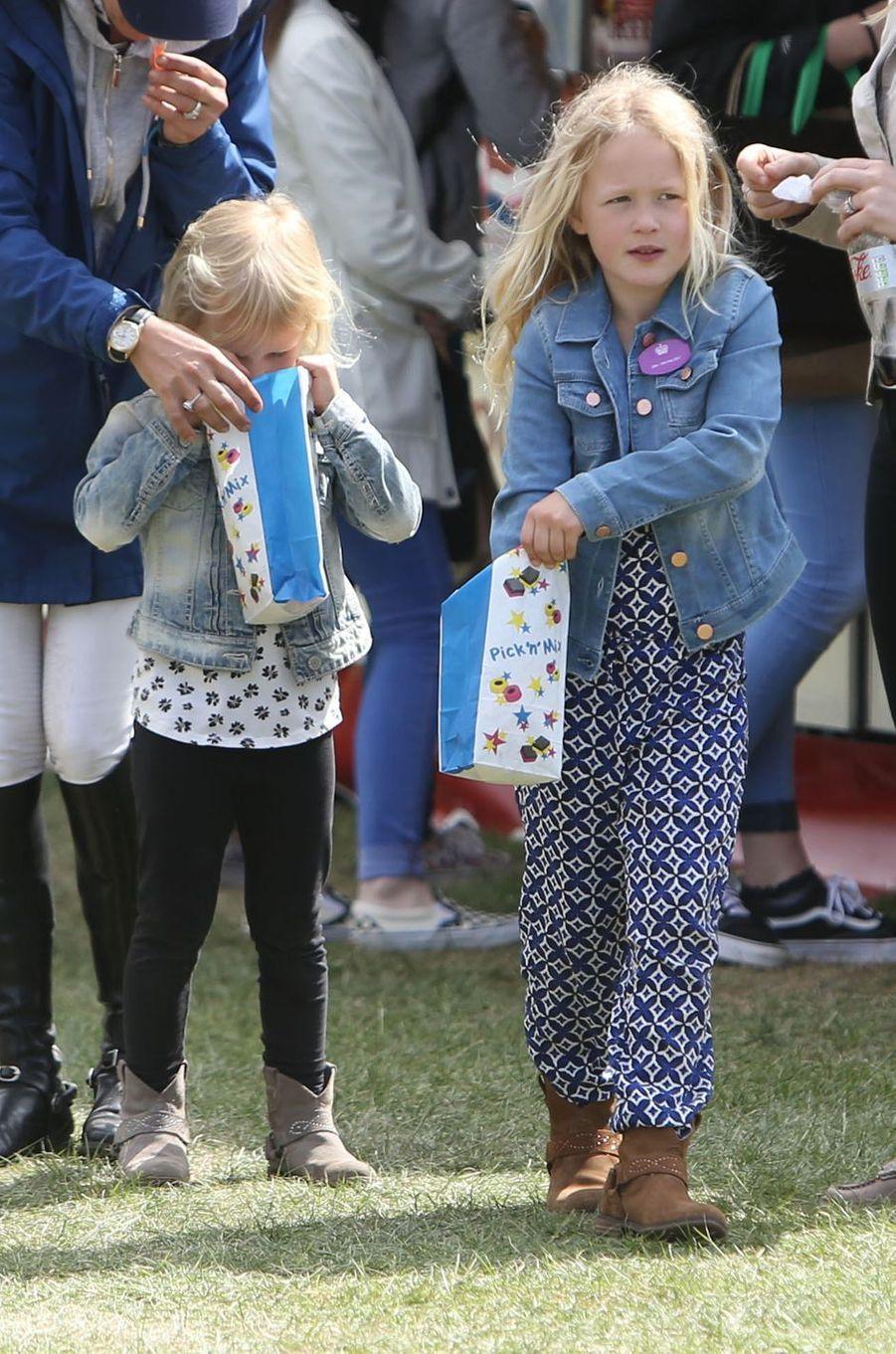Isla et Savannah Phillips à Windsor, le 13 mai 2017