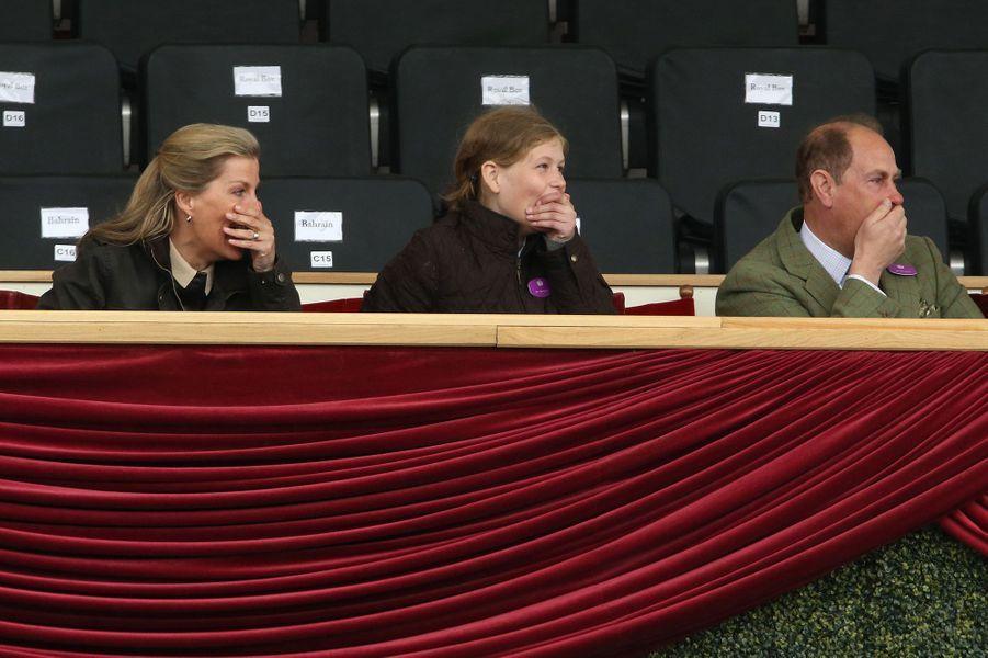 La comtesse Sophie de Wessex et le prince Edward avec leur fille Lady Louise à Windsor, le 13 mai 2017