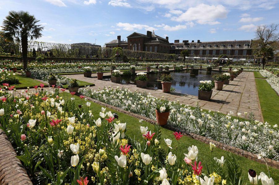 Le Jardin blanc en mémoire de Lady Diana à Kensington Palace à Londres en avril 2017