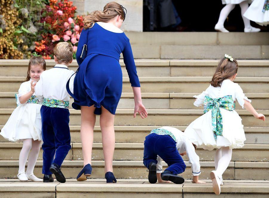 La soeur et témoin de la princesse Eugenie, sa soeur Beatrice, avec les demoiselleset garçons d'honneur.