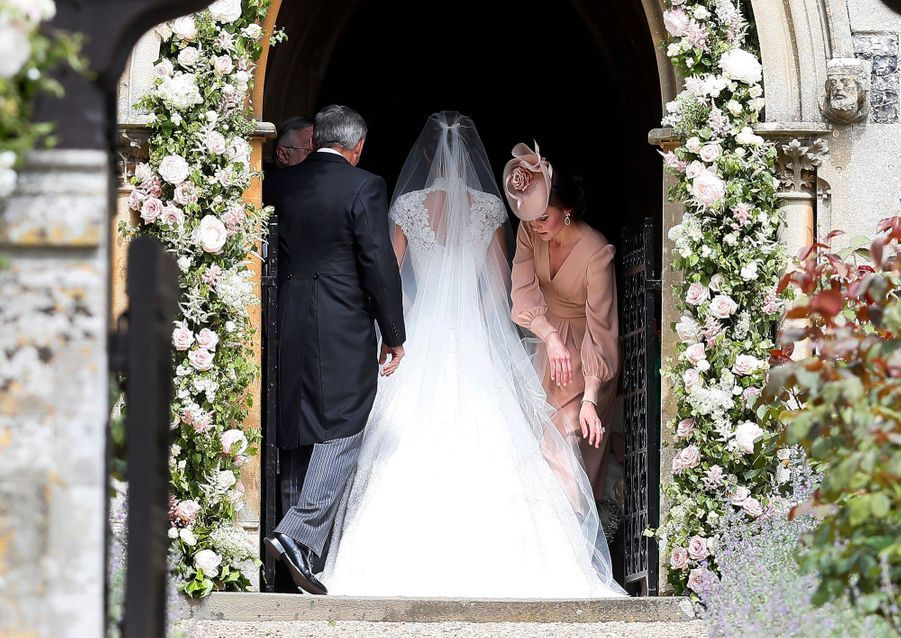 Kate Middleton avec la mariée Pippa Middleton et leur père Michael