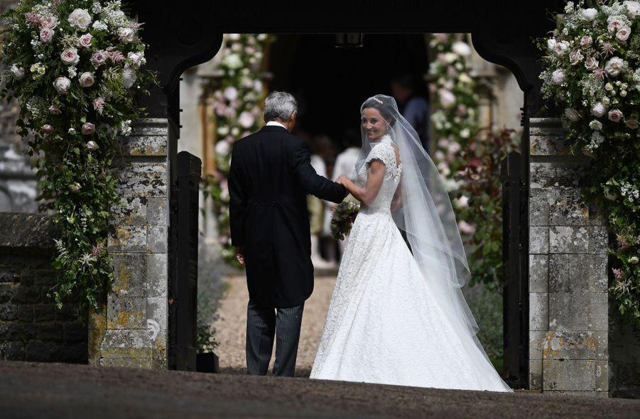 La mariée Pippa Middleton avec son père Michael