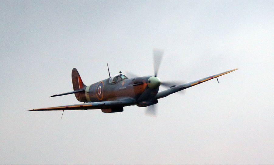 Mariage De Pippa Middleton : Un Avion Spitfire Passe Au Dessus De La Récéption Pour Saluer Les Jeunes Mariés 2