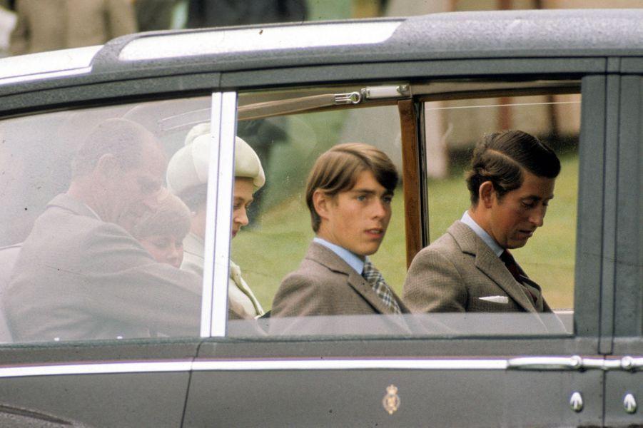Le prince Andrew avec ses parents et ses deux frères, le 15 septembre 1975