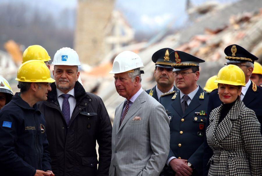 Le Prince Charles Au Chevet D'Amatrice En Italie, Détruite En Août 2016 Par Un Séisme 3