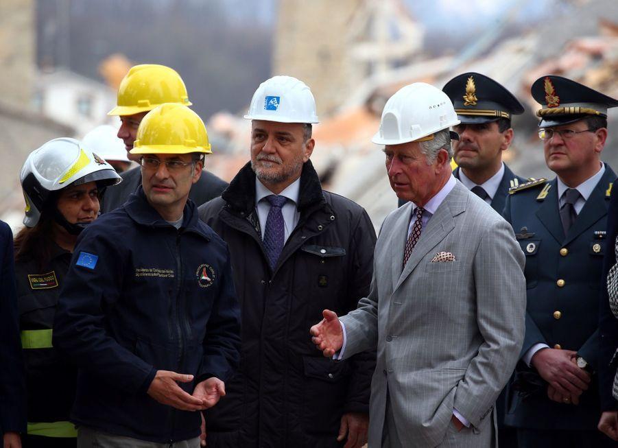 Le Prince Charles Au Chevet D'Amatrice En Italie, Détruite En Août 2016 Par Un Séisme 5
