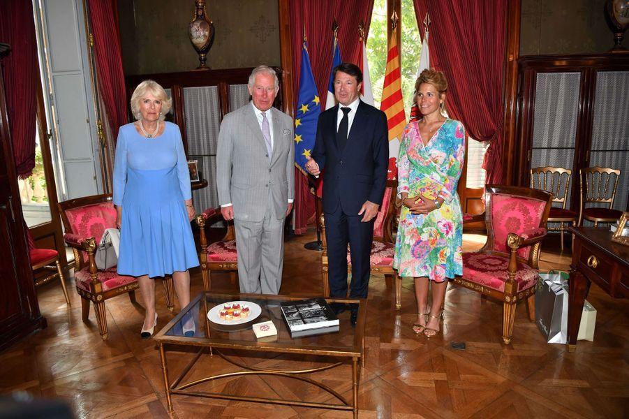 Le prince Charles et la duchesse de Cornouailles Camilla avec Christian Estrosi et sa femme à Nice, le 7 mai 2018