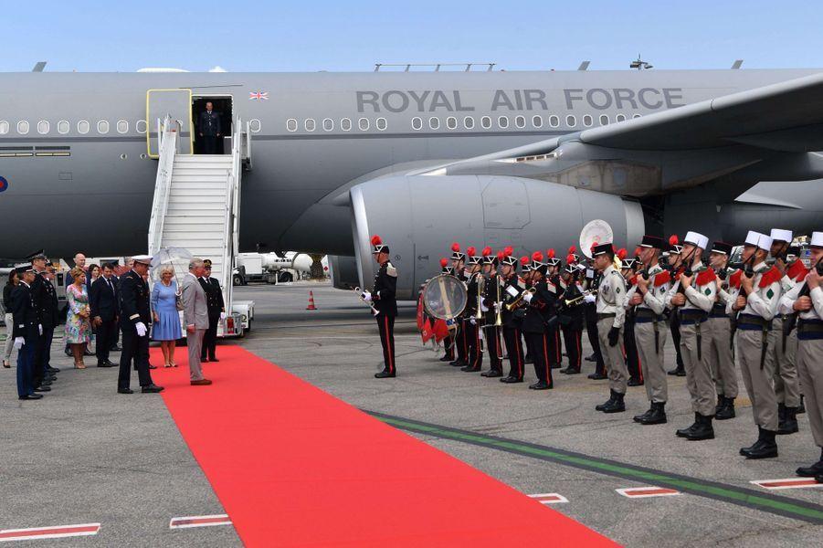 Le prince Charles et la duchesse de Cornouailles Camilla à leur arrivée à Nice, le 7 mai 2018