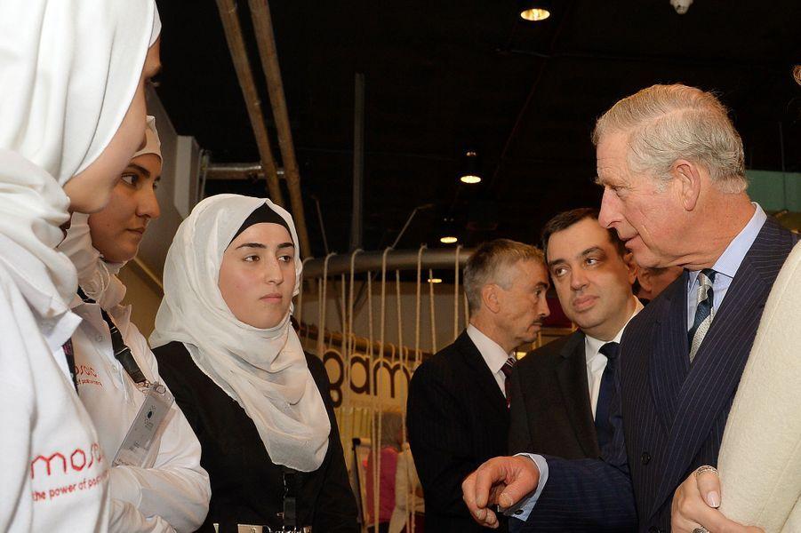 Le prince Charles avec de jeunes femmes entrepreneurs à Aman, le 8 février 2015