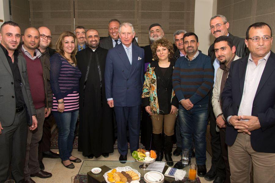 Le prince Charles avec des réfugiés chrétiens d'Irak à Aman, le 7 février 2015