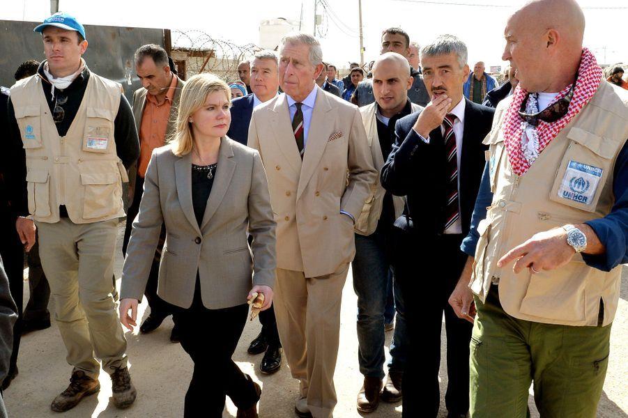 Le prince Charles avec Justine Greening dans le camp de refugiés syriens de Zaatari à Mafraq, le 8 janvier 2015