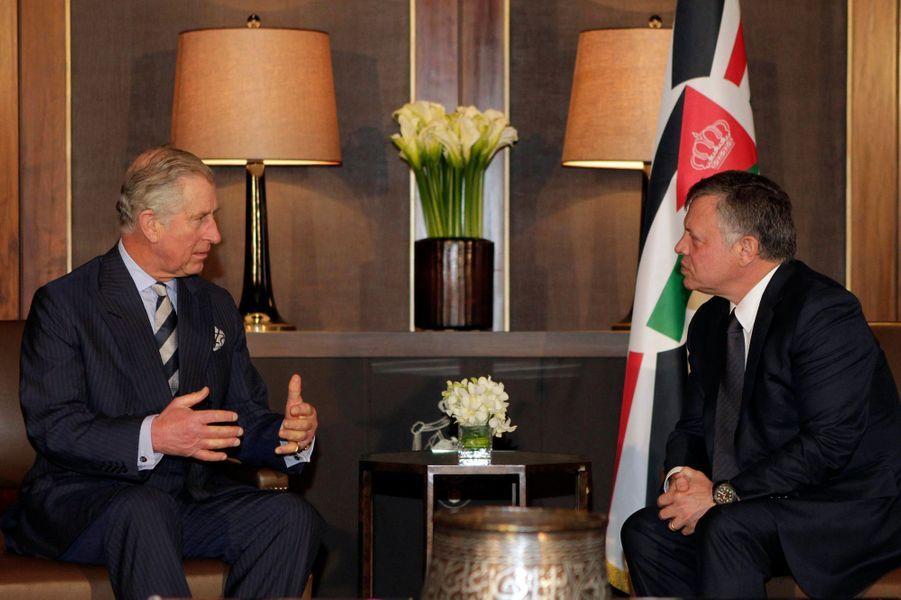 Le prince Charles s'entretient avec le roi Abdallah II de Jordanie à Aman, le 8 février 2015