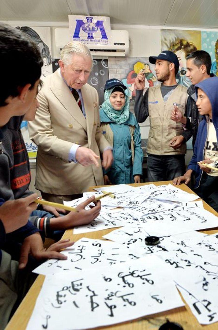 Le prince Charles visite le camp de refugiés syriens de Zaatari à Mafraq, le 8 janvier 2015