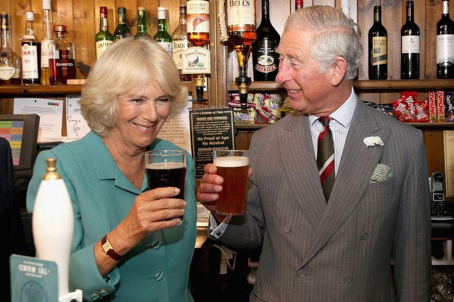 Le prince Charles et Camilla à Llanarmon yn Ial, le 7 juillet 2015