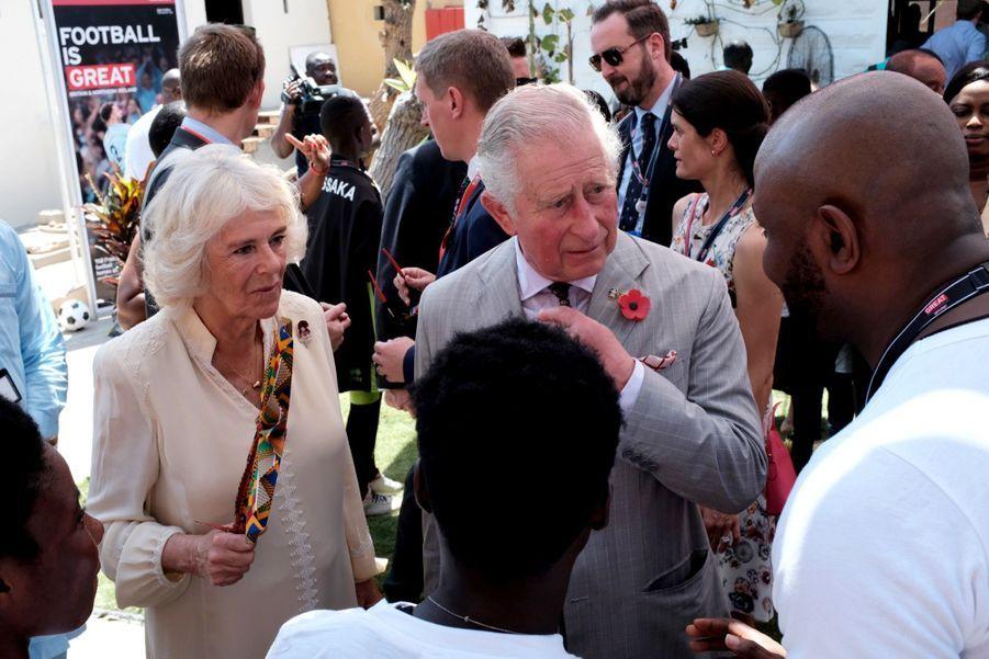 Le Prince Charles Et Camilla Lors De Leur Tournée En Afrique ( 2