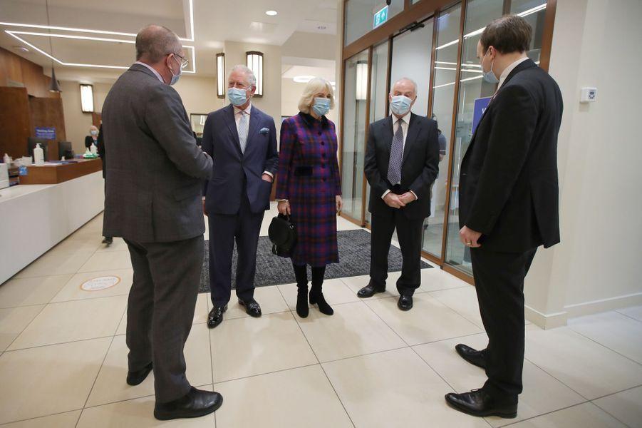 Le prince de Galles et la duchesse de Cornouailles Camilla à Birmingham, le 17 février 2021