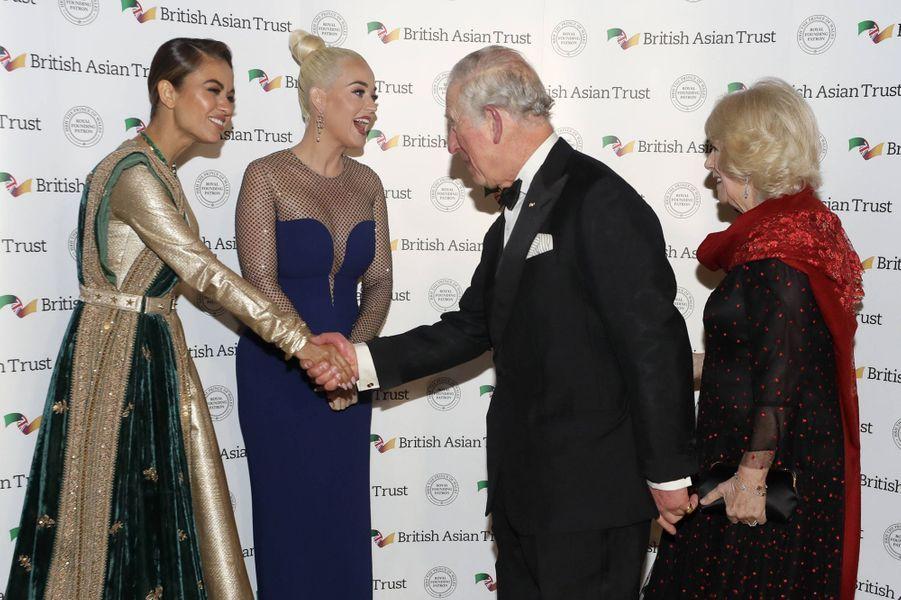 Le prince Charles et sa femme la duchesse de Cornouailles Camilla avec Katy Perry et Natasha Poonawalla à Londres, le 4 février 2020