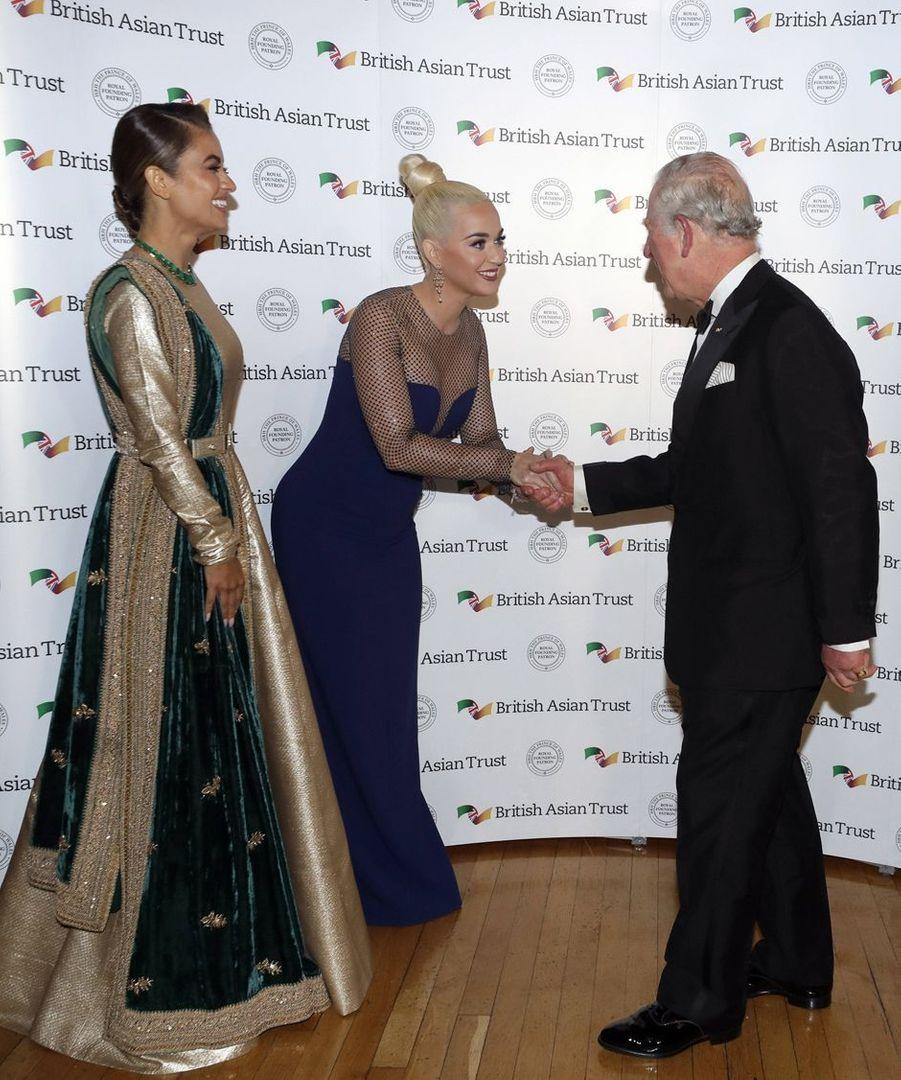 Le prince Charles avec Katy Perry et la philanthrope indienne Natasha Poonawalla à Londres, le 4 février 2020