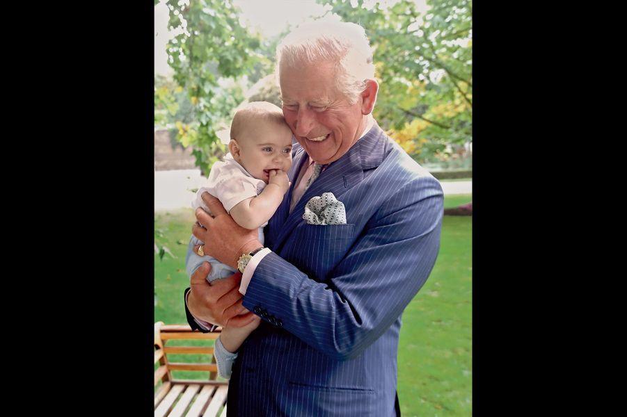 Le prince Louis appellera bientôt son grand-père Grandpa Wales, « papy de Galles », comme son frère et sa sœur.