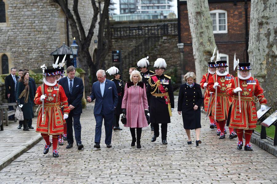 Le prince Charles et Camilla Parker-Bowles, duchesse de Cornouailles, à la Tour de Londres, le 13 février 2020